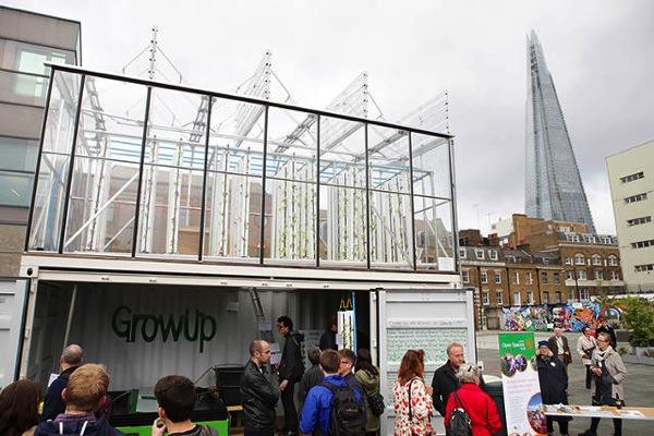 ロンドンの企業「GrowUp」がコンテナ型アクアポニックス施設を展示用に建設。農法の可能性を訴える